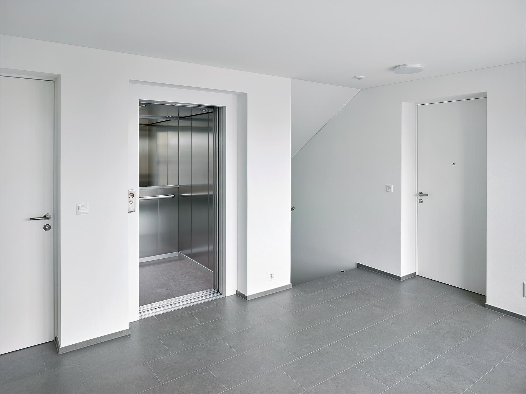 ein treppenhaus aus holz renggli fachblog. Black Bedroom Furniture Sets. Home Design Ideas